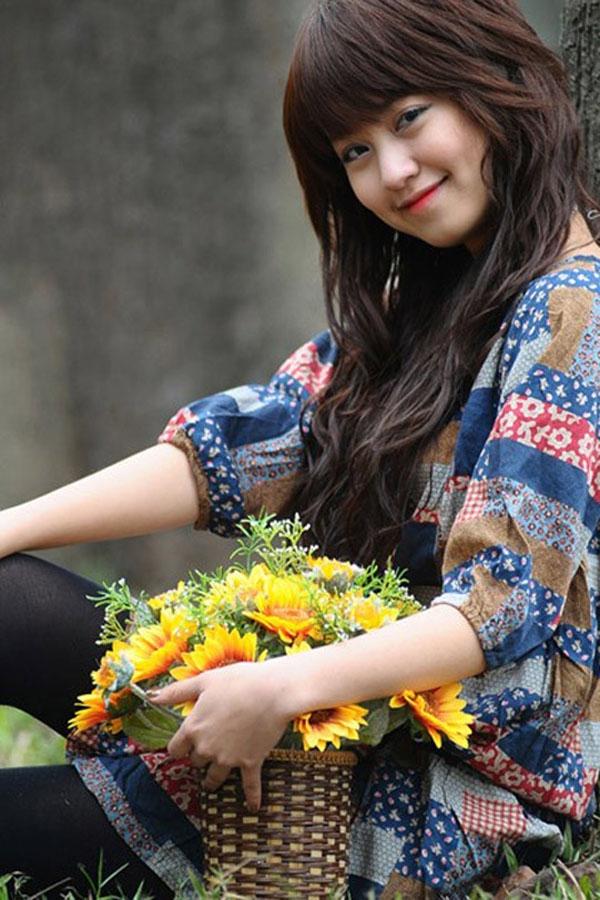 Mi Vân- hot girl Hà thành từng trở thành tâm điểm chú ý của giới trẻ những năm 2007 - 2008 nhờ gương mặt xinh xắn và tài chơi piano. Mi Vân tỏa sáng với nụ cười duyên dáng, thân thiện và đôi má lúm hút hồn người đối diện.