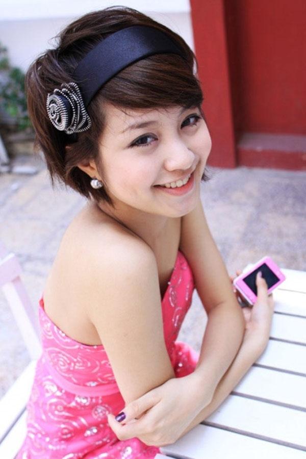 Năm 2010, khi vừa tốt nghiệp Nhạc viện Hà Nội, Mi Vân đã ngay lập tức kết hôn và sinh con. Cuộc sống hôn nhân trong suốt những năm tháng đó khiến tên tuổi Mi Vân mất hút khỏi làng giải trí. Sau thời gian ở ẩn, cuối năm 2013, Mi Vân nhận lời xuất hiện trên một số trang báo mạng chia sẻ về cuộc sống hôn nhân đã qua.