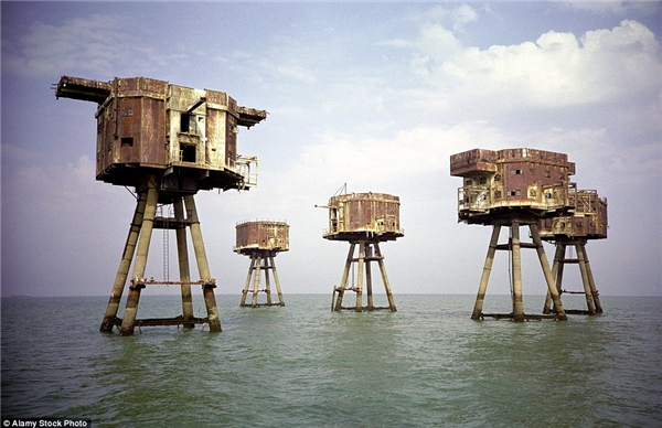 Pháo đài biển thời chiến tranh cửa sông Thames được xây dựng để bảo vệ nước Anh chống lại cuộc tấn công từ Đức Quốc xã. Giờ đây, di tích hoang phế cách bờ biển Whitstable ở Kent 7 dặm có thể sẽđược tận dụng để tái xây dựng thành một khu nghỉ mát sang trọng.(Ảnh: Daily Mail)
