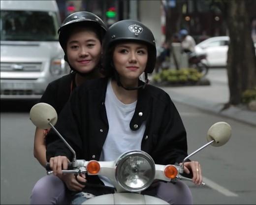 Hành khách đầu tiên là một cô bạn sinh viên xinh xắn. - Tin sao Viet - Tin tuc sao Viet - Scandal sao Viet - Tin tuc cua Sao - Tin cua Sao