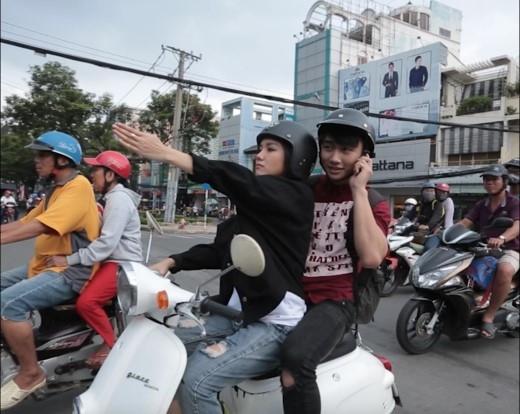 Hot girl Phương Ly làm xe ôm miễn phí dạo một vòng Sài Gòn - Tin sao Viet - Tin tuc sao Viet - Scandal sao Viet - Tin tuc cua Sao - Tin cua Sao