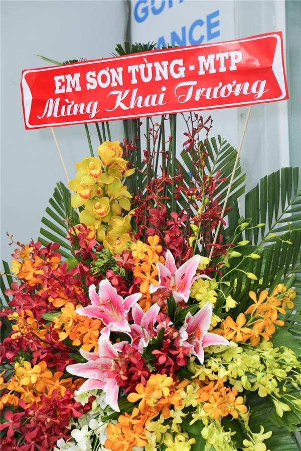 Thanh Thảo lái xế hồng nổi bật đến chúc mừng sư phụ Phương Uyên - Tin sao Viet - Tin tuc sao Viet - Scandal sao Viet - Tin tuc cua Sao - Tin cua Sao