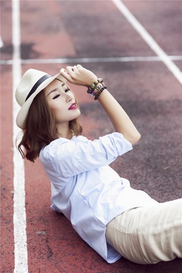 Street style tưng bừng ngày đầu năm của Trang Khiếu
