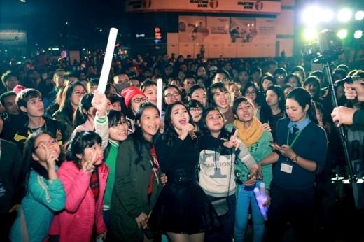 Minh Hằng khuấy động Ga Hà Nội với mini-concert cực chất - Tin sao Viet - Tin tuc sao Viet - Scandal sao Viet - Tin tuc cua Sao - Tin cua Sao