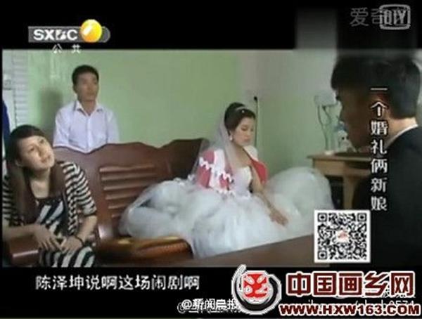 Cô dâu thẫn thờ ngồi bên cạnh tình địch trong ngày trọng đại.