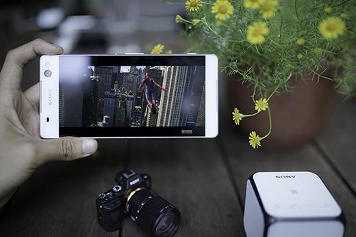 Xperia C4 và C5 sở hữu màn hình full HD cực to tha hồ cho các nàng xem phim, lướt web thả ga.