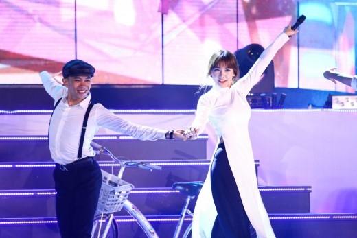 """Hari Won khiến fan gần như """"tan chảy"""" bởi giọng ca ngọt ngào và những biểu cảm đáng yêu của mình. - Tin sao Viet - Tin tuc sao Viet - Scandal sao Viet - Tin tuc cua Sao - Tin cua Sao"""