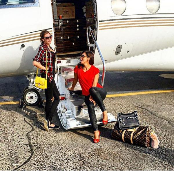 ...Và máy bay riêng để đáp ứng nhu cầu du lịch bất cứ lúc nào.