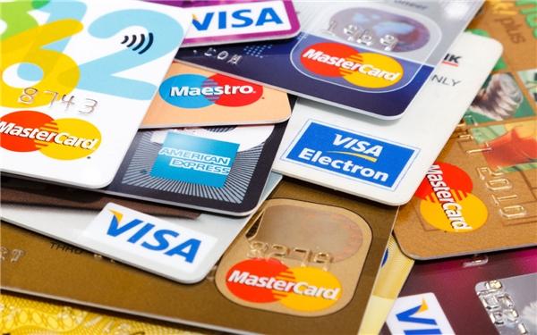 Một tài khoản dùng để trả hóa đơn, một tài khoản để chi tiêu hàng ngày và một tài khoản để giữ tiền tiết kiệm. Và sử dụng từng loại thẻ chính xác theo chức năng của nó sẽ giúp bạn tiết kiệm kha khá đấy.(Ảnh: Internet)