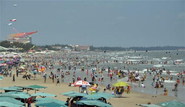 Biển Vũng Tàu rất đông khách du lịchvào các dịp lễ tết. Ảnh: Internet