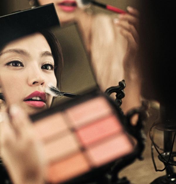 Nhiều nam giới yêu thích gương mặt trang điểm nhẹ nhàng, thậm chí là không trang điểm của người phụ nữ. (Ảnh minh họa)