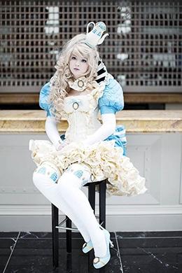 Ngưỡng mộ tài thiết kế trang phục cosplay của nữ sinh 18 tuổi