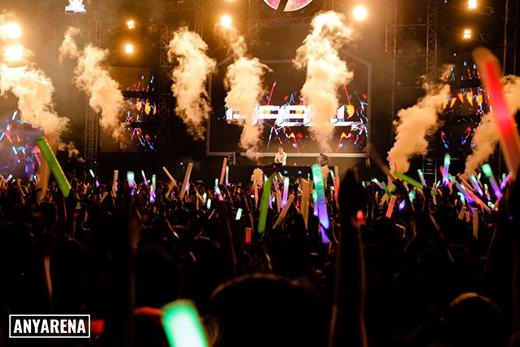 DJ Feel hâm nóng đám đông bằng những track nhạc sôi động