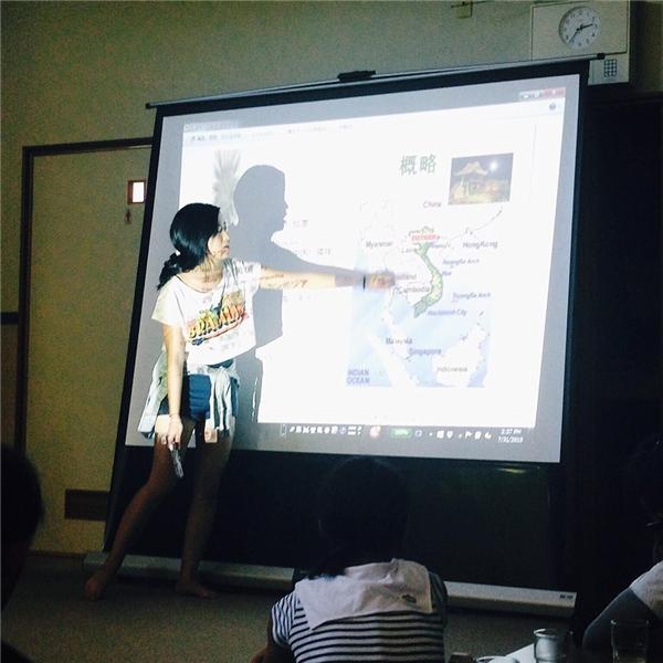 Cô nàng luôn cố gắng giới thiệu hình ảnh, đất nước Việt Nam tới với bạn bè quốc tế.(Ảnh: Internet)