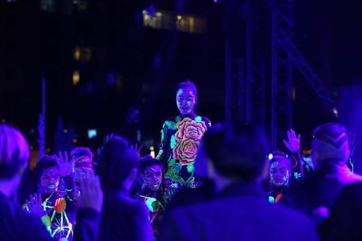 """Dưới nền nhạc sôi động """"Em của ngày hôm qua"""", khán giả đã thực sự """"đã mắt đã tai"""", tận hưởng một đêm giao thừa cực khó quên tại New Year Countdown Party 2016!"""