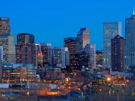 Denver – thành phố lớn nhất của tiểu bang Colorado, Mỹ. Nơi đây có đầy đủ nhiên liệu cho sự sống, đặc biệt là đá phiến dầu. Bên cạnh đó, địa hình nơi đây cũng vô cùng hiểm trở, có núi bao bọc xung quanh, lại gần biển nên có thể vừa bảo vệ, vừa giúp những ai trú ẩn có thể duy trì nguồn thực phẩm. (Ảnh: Internet)