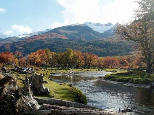 """Tierra del Fuego theo tiếng Tây Ban Nha có nghĩa là """"vùng đất lửa"""", nằm ngăn cách với lục địa Nam Mỹ bởi eo biển Magellan.Theo đánh giá, đây là nơi an toàn nhất để tránh bụi phóng xạ nếu chiến tranh hạt nhân xảy ra nhờ vị trí địa lí hiểm trở và khó phát hiện. (Ảnh: Internet)"""