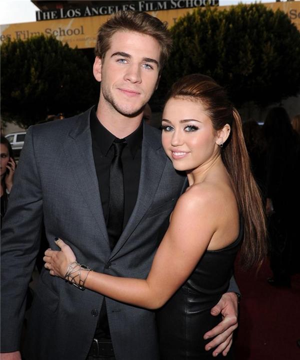 Miley Cyrus tái hợp tình cũ Liam Hemsworth?