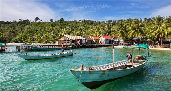 Kep, Campuchia:Kep có những bãi biển giống như trước khi du khách đổ vào Thái Lan. Đây là một trong những thị trấn ven biển gần như còn nguyên vẹn của Đông Nam Á, nơi du khách có thể chiêm ngưỡng hoàng hôn lộng lẫy, kiến trúc kiểu Indo-China độc đáo. Nơi đây bình lặng, không xô bồ, không lừa lọc. Đừng quên thưởng thức hải sản vừa đánh bắt ở chợ. Ảnh:Remotelands.