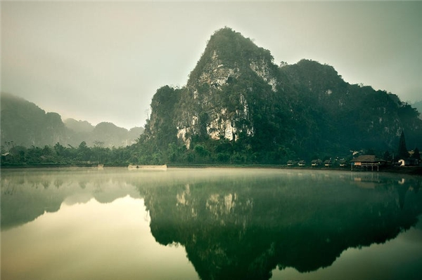 Vieng Xai, Lào:Vieng Xai là địa điểm hay bị bỏ qua khi so với Luang Prabang và Vang Vieng. Đây là nơi lý tưởng để trải nghiệm lịch sử hiện đại của quốc gia này. Bạn nên đăng ký tour tham quan các hang động từng được sử dụng làm hầm trú ẩn và bệnh viện trong chiến tranh. Ảnh:Bayerl Günther.