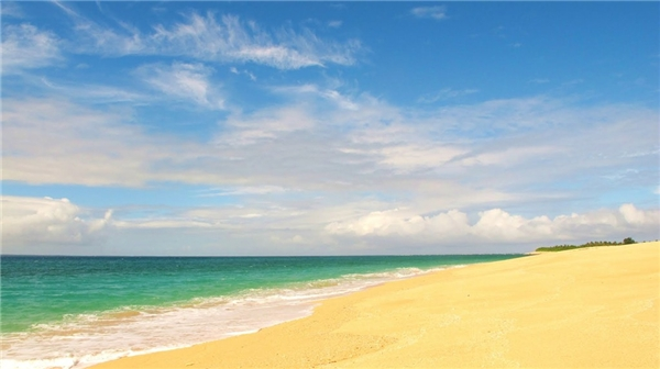 Đảo Jomalig Island, Philippines:Có người ví Jomalig giống như Boracay của 40 năm trước, lúc còn hoang dã, chưa phát triển, thích hợp cho những ai ưa thích cuộc sống trầm lặng. Đến đây không dễ dàng - bạn phải đi thuyền mất 5 tiếng, nhưng kết quả thật xứng đáng: bãi biển cát vàng mịn, nước trong vắt và ngập tràn ánh nắng. Ảnh:Hittnthetrail.