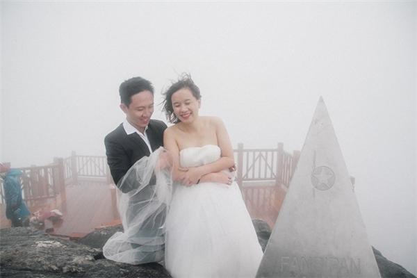 Bức ảnh cưới độc đáo của cặp đôi Sài thành.