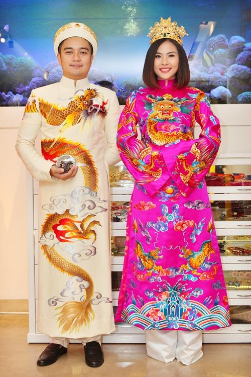 Những tiểu tiết trên trang phục như mắt, râu của rồng, phượng được thực hiện tỉ mỉ tạo cảm giác chân thật. - Tin sao Viet - Tin tuc sao Viet - Scandal sao Viet - Tin tuc cua Sao - Tin cua Sao