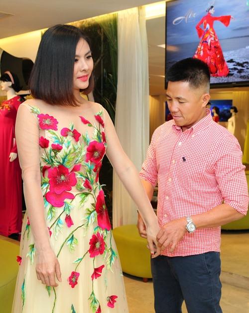 Ngoài bộ hoàng bào, Vân Trang còn được chuẩn bị 2 bộ áo cưới theo phong cách hiện đại. - Tin sao Viet - Tin tuc sao Viet - Scandal sao Viet - Tin tuc cua Sao - Tin cua Sao