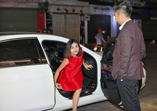 Vân Trang xuất hiện tươi tắn, rạng rỡ tại một showroom áo cưới. - Tin sao Viet - Tin tuc sao Viet - Scandal sao Viet - Tin tuc cua Sao - Tin cua Sao