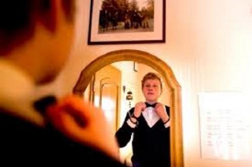Trong nhà nếu vị trí đặt gương không tốt sẽ dẫn đến việc ngăn chặn tài vận, mang lại điều không may mắn cho ngôi nhà của bạn. (Ảnh minh họa).