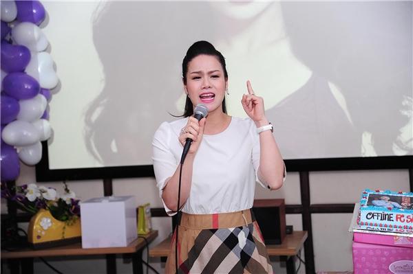 Tiết lộ cùng người hâm mộ, Nhật Kim Anh cho biết, sắp tới cô sẽ góp mặt vào chương trình âm nhạc Solo cùng Bolero phiên bản dành cho nghệ sĩ. - Tin sao Viet - Tin tuc sao Viet - Scandal sao Viet - Tin tuc cua Sao - Tin cua Sao