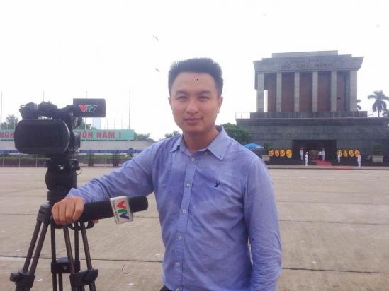 """Với giọng đọc khỏe, rõ ràng mạch lạc cùng ngoại hình điển trai, Việt Phong được kì vọng sẽ thổi """"làn gió mới"""" vào các bản tin thời sự trên sóng truyền hình quốc gia. - Tin sao Viet - Tin tuc sao Viet - Scandal sao Viet - Tin tuc cua Sao - Tin cua Sao"""