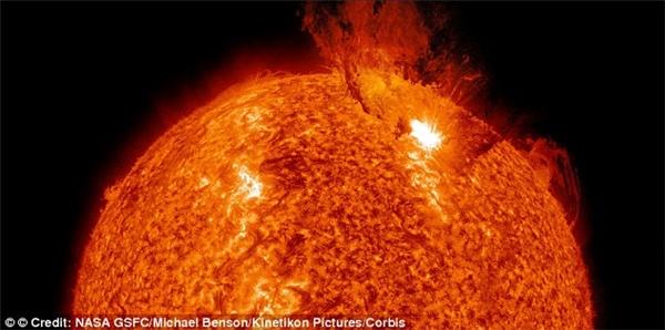 Chúng ta sẽ rất nặng nếu đứng trên Mặt trời. (Ảnh: NASA)