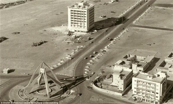 Hoảng hốt với hình ảnh của tiểu vương quốc Dubai trước khi tìm thấy dầu mỏ
