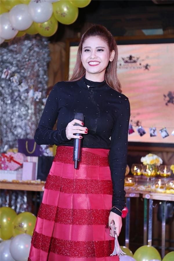 """Năm qua cũng là năm thành công với Trương Quỳnh Anh, cô liên tục bức phá trên mọi mặt trậnphim ảnh vàâm nhạc cũng nhưvẫn giữ vững ngôi vị """"Nữ hoàng truyền hình"""" . - Tin sao Viet - Tin tuc sao Viet - Scandal sao Viet - Tin tuc cua Sao - Tin cua Sao"""