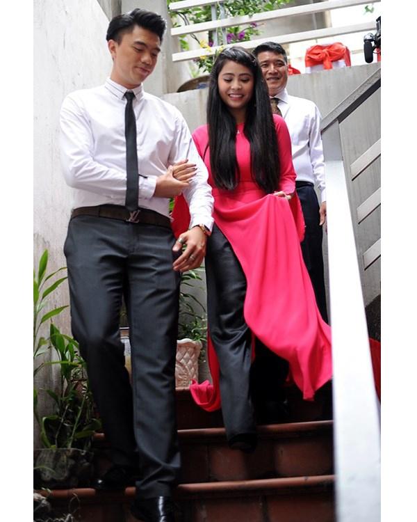 Hai bộ áo dài khác cũng được Kiều Anh diện trong lễ cưới. Cô được xem là một trong những nghệ sĩ trẻ tuổi nhất lập gia đình.