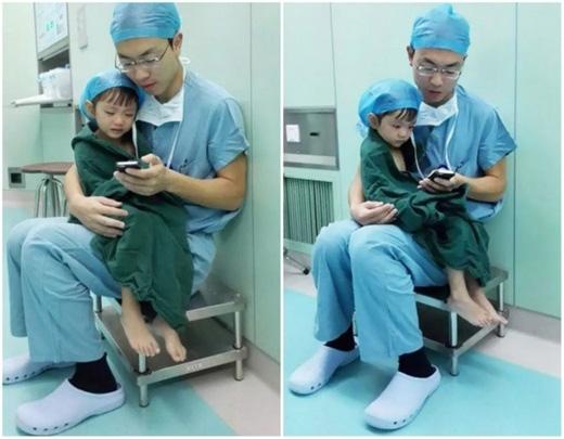 Khi em bé này quá sợ hãi trước cuộc phẫu thuật, vị bác sĩtrẻđã vỗ vềbé bằng cách cho xem phim hoạt hình trên điện thoại. (Ảnh: Internet)