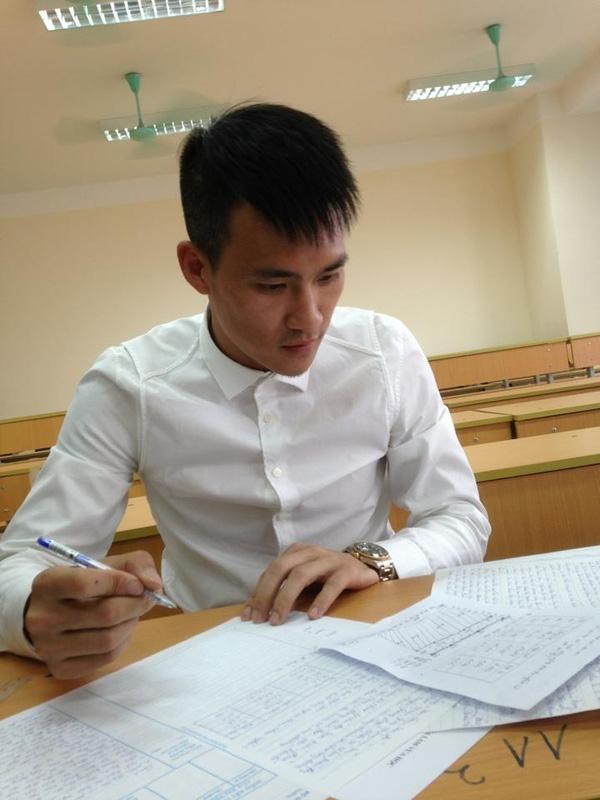 Cách đây hơn 1 tháng, Công Vinh gây bất ngờ khi dự thi hệ tại chức trường Đại học Luật Hà Nội.