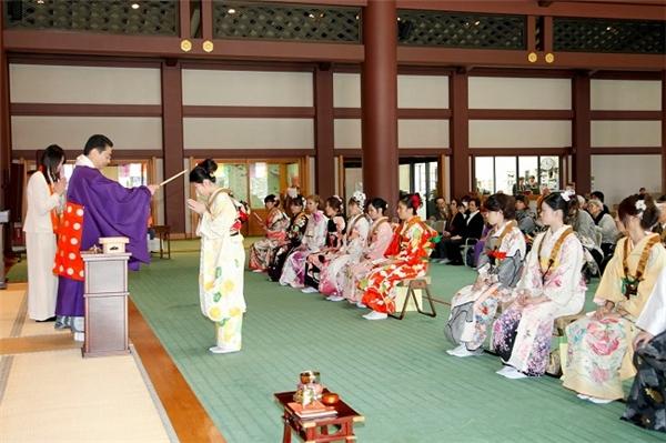 Quang cảnh buổi lễ trưởng thành ở Nhật Bản, tuy nhiên trong số này liệu rằng có bao nhiêu phần trăm người muốn được hẹn hòvà lập gia đình. (Ảnh: Internet)