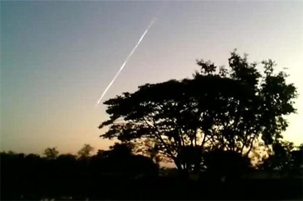 Trước đó, tại Thái Lan một vệt sáng màu trắng tương tự cũng được người dân nhìn thấy, các hiện tượng này làm dấy lên sựnghi ngờ vềmột mảnh rác vũ trụ lao xuống Trái đất.Ảnh: Internet