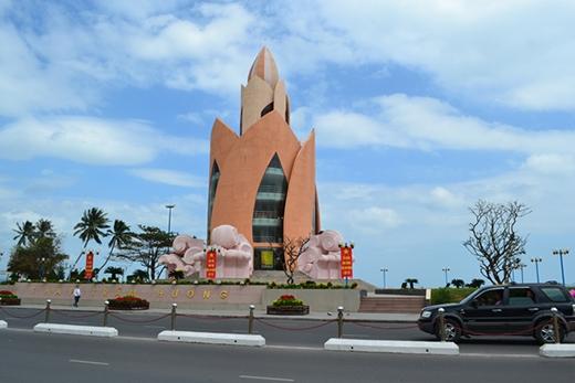 """Tháp Trầm Hương, một biểu tượng của Nha Trang """"xứ trầm biển yến"""" (Ảnh: Internet)"""