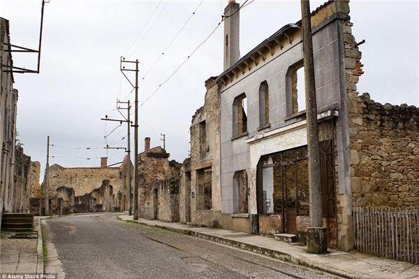 Ngôi làng Oradour-sur-Glane ở Pháp bị quân phát xít phá hủy trong Thế chiến II, để lại nỗi ám ảnh sau cuộc tàn sát 642 người dân làng vào năm 1944.(Ảnh: Internet)