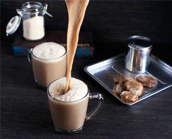 Teh tarik còn có tên gọi khác là trà kéo. (Ảnh: Internet)