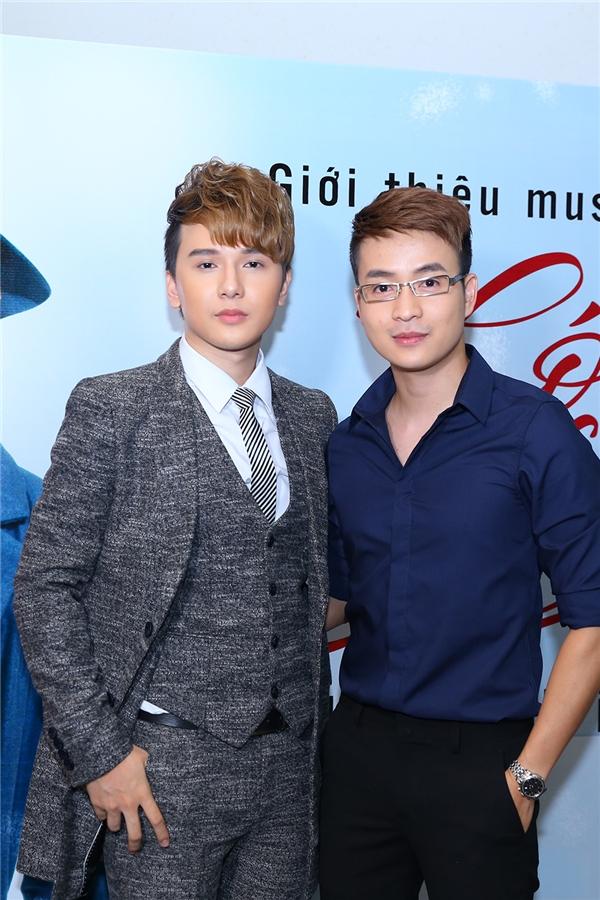 Ngoài MC Quốc Bình, Khắc Minh còn kháthân thiết với MC Thanh Tú.
