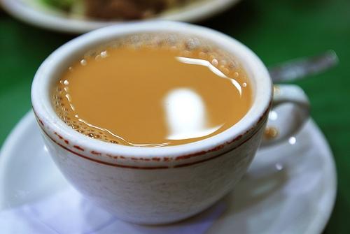 Người Hồng Kông thường dùng một cốc trà sữa nóng sau khi dùng bữa trưa. (Ảnh: Internet)