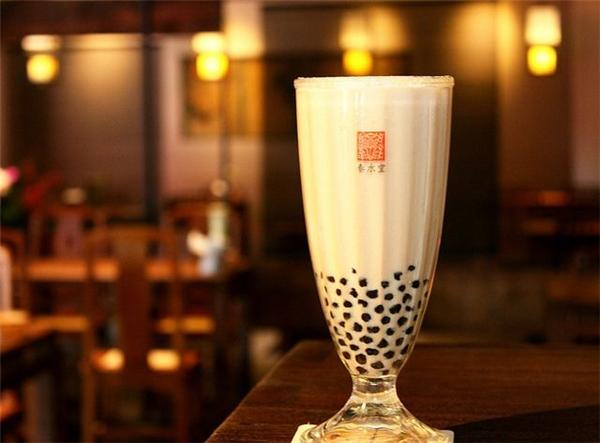 Có đến gần 100 loại trà sữa cho bạn tha hồ lựa chọn nếu bước vào một quán trà sữa Đài Loan. (Ảnh: Internet)