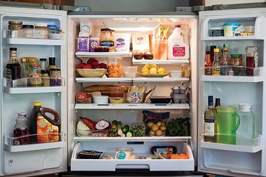 Chỉ nên để vừa phải chứ đừng chất quá nhiều thực phẩm vào tủ lạnh.(Ảnh: Internet)