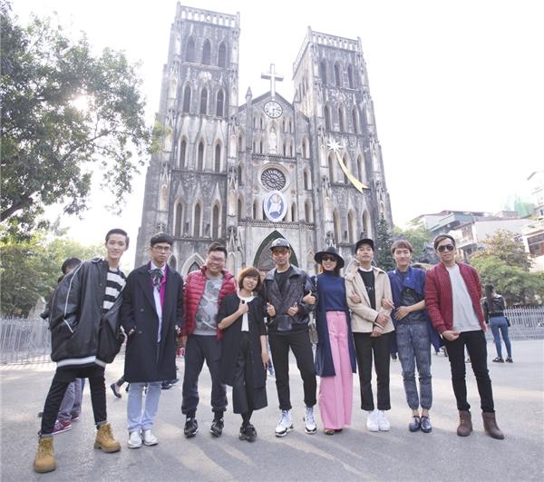 Các thí sinh thích thú khám phá phố phường và ẩm thực Hà Nội.