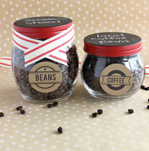 Cà phê: cũng tương tự như mực hay giấy gói tối màu, màu đen thăm thẳm của cà phê cũng tượng trưng cho sự tăm tối, đen đủi. Nếu tặng cho nhau càphê thì cũng đồng nghĩa với việc đem những cái gì đen đủi, xui xẻo, không tốt lành cho người khác. (Ảnh: Internet)