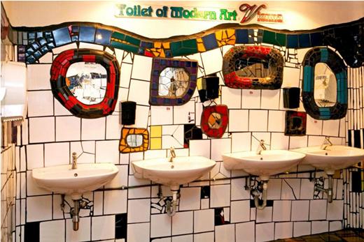 Với những họa tiết đặc sắc, nhà vệ sinh công cộngnghệ thuậtthuộc về Kahle Village, một trung tâm mua sắm có tiếng ở Vienna.(Ảnh: Internet)